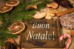 Tarjeta de Navidad con el texto italiano Imagen de archivo