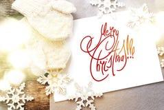 Tarjeta de Navidad con Feliz Año Nuevo del mensaje aislada en el blanco, de Fotos de archivo