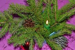 Tarjeta de Navidad con gerljanda de la vela Imagen de archivo libre de regalías