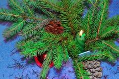 Tarjeta de Navidad con gerljanda de la vela Imagenes de archivo