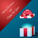 ¡Tarjeta de Navidad con la apertura de un regalo con un arco! Imágenes de archivo libres de regalías