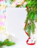 Tarjeta de Navidad con la rama y la vela del abeto Fotos de archivo libres de regalías