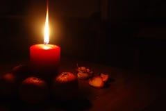 Tarjeta de Navidad con la vela Fotos de archivo libres de regalías
