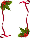 Tarjeta de Navidad con las bayas y la cinta roja Imagen de archivo