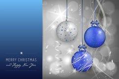 Tarjeta de Navidad con las bolas de la Navidad en fondo brillante Foto de archivo libre de regalías