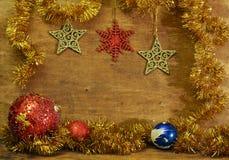 Tarjeta de Navidad con las bolas de la Navidad Fotos de archivo libres de regalías