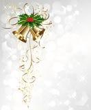 Tarjeta de Navidad con las campanas y el acebo del oro Fotografía de archivo