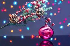 Tarjeta de Navidad con las decoraciones Fotos de archivo