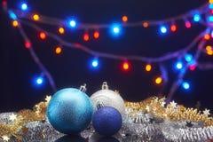Tarjeta de Navidad con las decoraciones Fotos de archivo libres de regalías