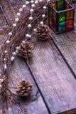 Tarjeta de Navidad con las decoraciones del árbol Imagenes de archivo
