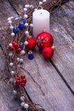 Tarjeta de Navidad con las decoraciones del árbol Foto de archivo libre de regalías