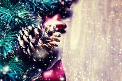 Tarjeta de Navidad con las decoraciones festivas Backd del día de fiesta del Año Nuevo Fotos de archivo libres de regalías