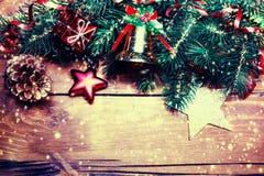 Tarjeta de Navidad con las decoraciones festivas Backd del día de fiesta del Año Nuevo Imágenes de archivo libres de regalías