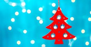 Tarjeta de Navidad con las decoraciones de la Navidad en un fondo azul chispeante Fotografía de archivo libre de regalías