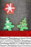 Tarjeta de Navidad con las galletas Imágenes de archivo libres de regalías