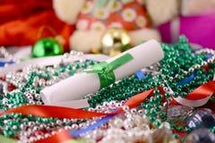 Tarjeta de Navidad con las perlas y el Libro Blanco, tarjeta del Año Nuevo Foto de archivo