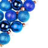 Tarjeta de Navidad con los ornamentos de la Navidad aislados en el backhr blanco Fotografía de archivo libre de regalías