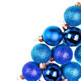Tarjeta de Navidad con los ornamentos de la Navidad aislados en el backhr blanco Imagen de archivo libre de regalías