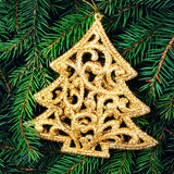 Tarjeta de Navidad con los ornamentos festivos. Rama de árbol de abeto de la Navidad Imagenes de archivo