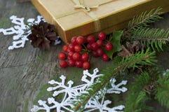 Tarjeta de Navidad con los snowflaks hechos punto Fotografía de archivo