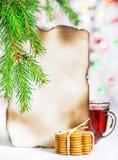 Tarjeta de Navidad con té y galletas Foto de archivo