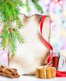Tarjeta de Navidad con té y galletas Fotografía de archivo libre de regalías