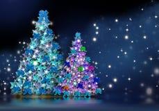 Tarjeta de Navidad de dos abetos en la noche de estrellas Fotos de archivo libres de regalías