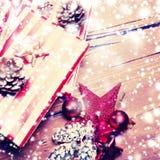 Tarjeta de Navidad del invierno con la decoración festiva - día de fiesta del Año Nuevo Imagen de archivo