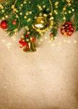 Tarjeta de Navidad del vintage con la rama de árbol de abeto Foto de archivo