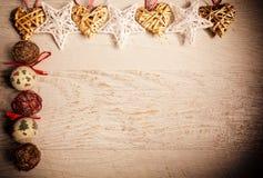 Tarjeta de Navidad del vintage con los ornamentos y los juguetes Fotografía de archivo libre de regalías