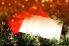 Tarjeta de Navidad en blanco con las luces borrosas de oro Foto de archivo