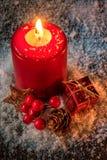 Tarjeta de Navidad - fondo con la vela Foto de archivo