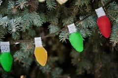 Tarjeta de Navidad Guirnalda de bombillas Foto de archivo libre de regalías