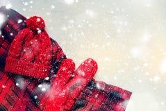 Tarjeta de Navidad hecha punto del día de fiesta de la manopla de Red Hat Foto de archivo