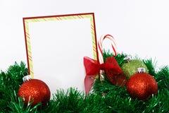 Tarjeta de Navidad Invitaion en rojo y verde Fotos de archivo libres de regalías