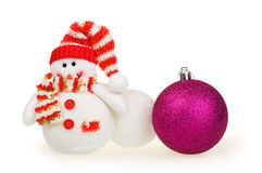 Tarjeta de Navidad, muñeco de nieve del juguete, bolas de nieve y bola Imágenes de archivo libres de regalías