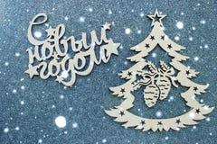 Tarjeta de Navidad de NewBeautiful, símbolo del árbol de navidad en el fondo gris, espacio vacío para el texto Enhorabuena en los fotografía de archivo libre de regalías