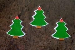 Tarjeta de Navidad Árbol de navidad hecho del fieltro y de las estrellas decorativas Imagen de archivo libre de regalías