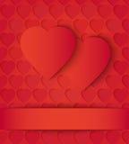 Tarjeta de papel de dos corazones en rojo Foto de archivo libre de regalías