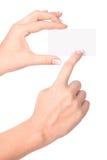 Tarjeta de papel en mano de la mujer Foto de archivo libre de regalías