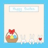 Tarjeta de pascua con los conejitos, los huevos y la cesta Fotografía de archivo libre de regalías