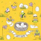 Tarjeta de pascua con los polluelos y los huevos Fotografía de archivo