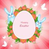 Tarjeta de pascua feliz con los conejos y las flores Foto de archivo libre de regalías