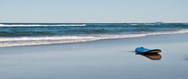 Tarjeta de resaca en una playa del desierto Fotografía de archivo libre de regalías