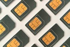 Tarjeta de SIM que miente en ángulo, muchas tarjetas de SIM para los teléfonos celulares Foto de archivo libre de regalías