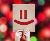 Tarjeta de Smiley Face con el fondo colorido con las luces defocused Imagen de archivo libre de regalías