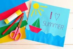 Tarjeta de vacaciones de papel Idea del campamento de verano para los niños Imagenes de archivo