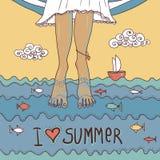 Tarjeta de verano con las piernas en el mar Foto de archivo libre de regalías