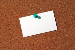 Tarjeta de visita en Corkboard Imágenes de archivo libres de regalías