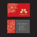 Tarjeta de visita - frontera del oro ramo del logotipo floral y de la compañía en diseño rojo del vector del fondo Fotos de archivo libres de regalías